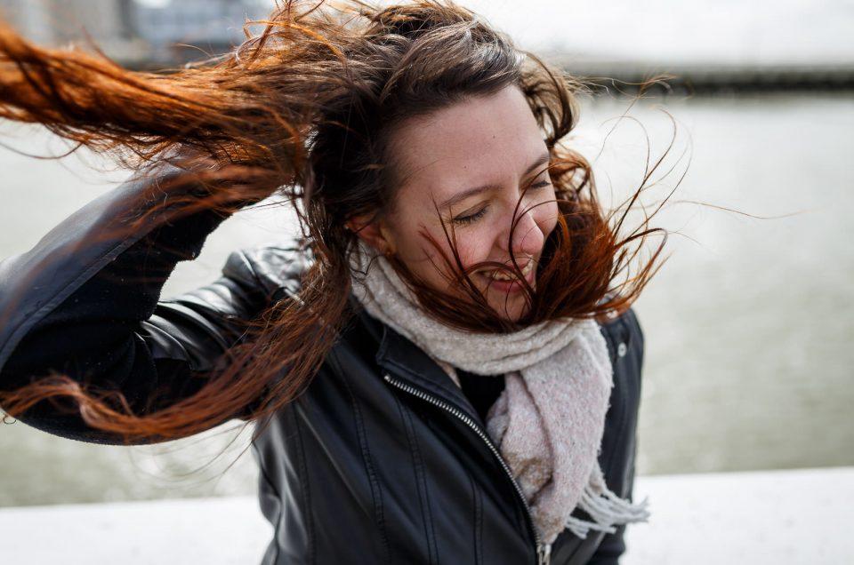 Séance portrait à la mer du Nord avec Emeline